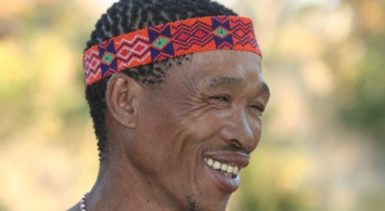 Bushmen - Close-up lachende man