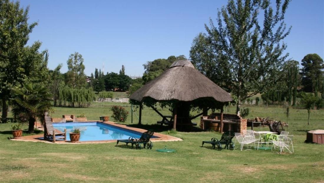 Airport Game Lodge - zwembad