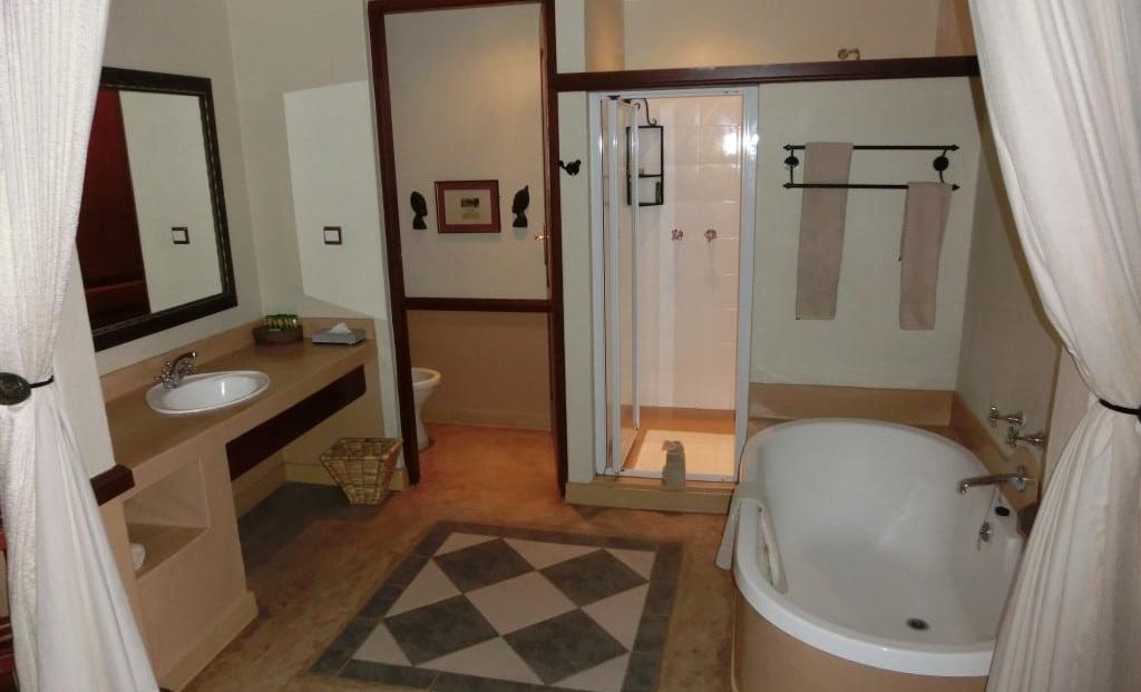 Chobe Safari Lodge - En-suite badkamer