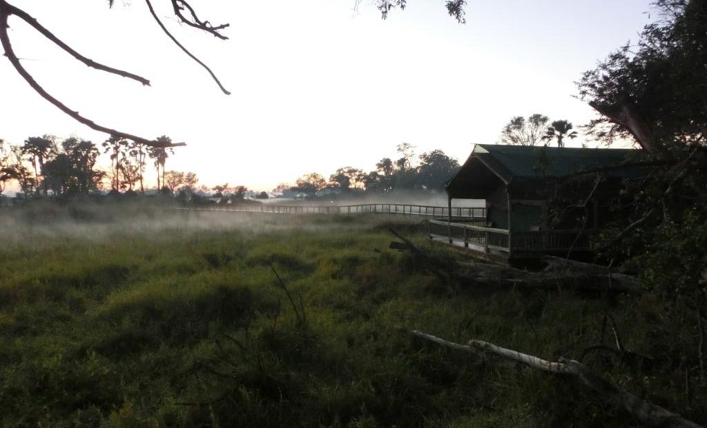 Gunns Camp - Ochtendmist in het kamp