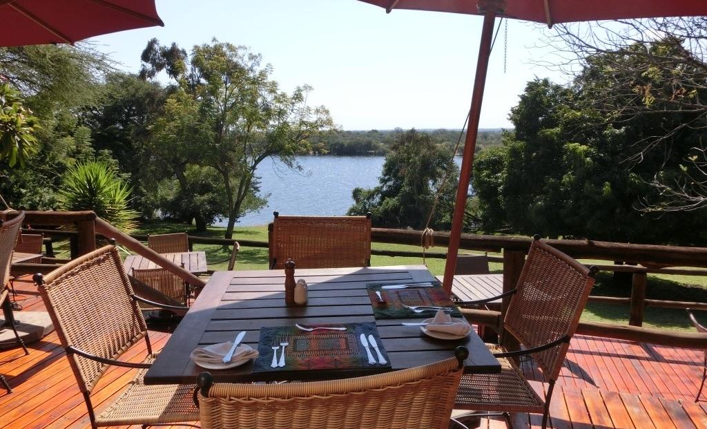 Kubu Lodge - Eten met uitzicht over de Chobe Rivier