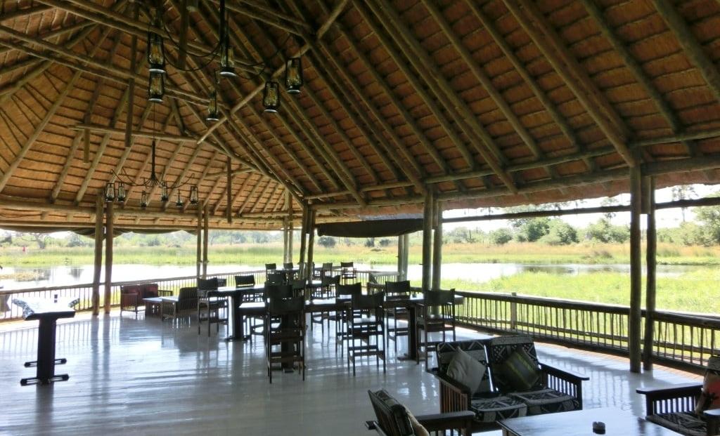 Moremi Crossing - Terras en lounge met uitzicht over Okavango Delta