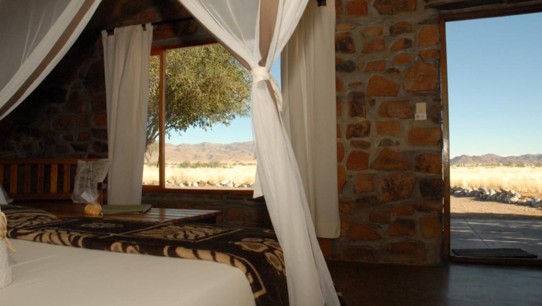 A Little Sossus Lodge - Slaapkamer met uitzicht