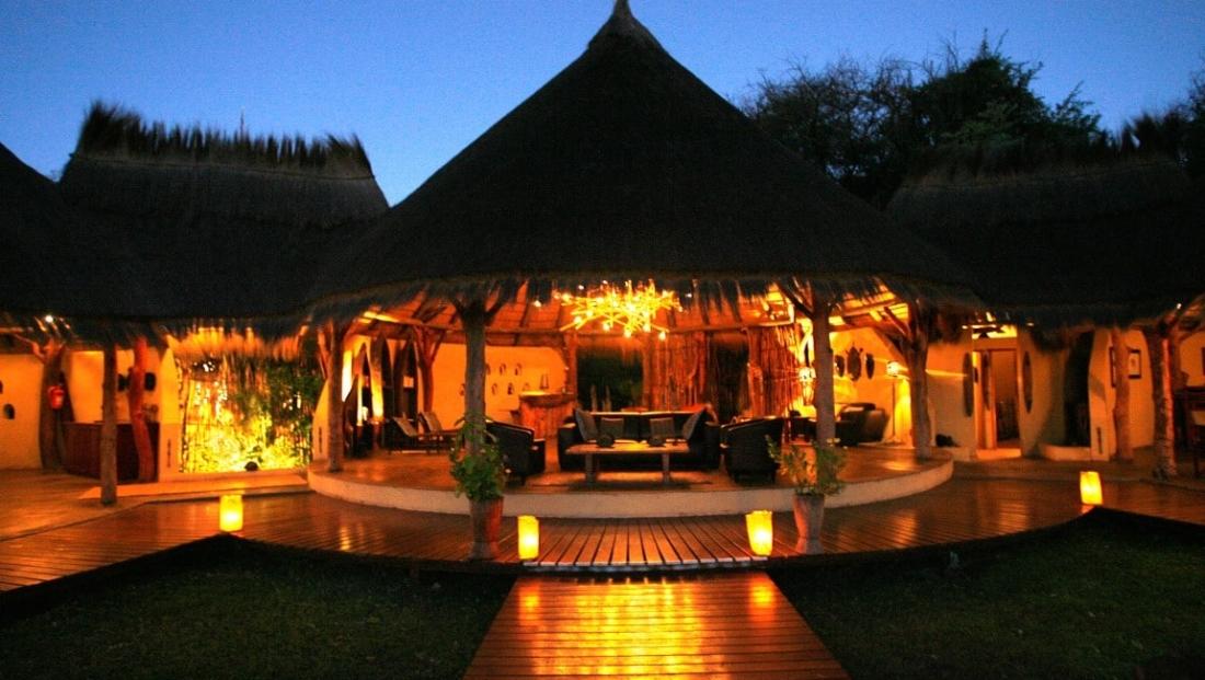 Camp Kwando - Hoofdgebouw met lounge