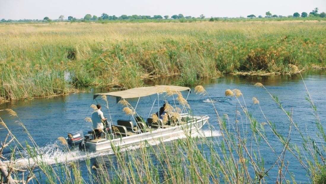 Camp Kwando - Boottocht op de rivier
