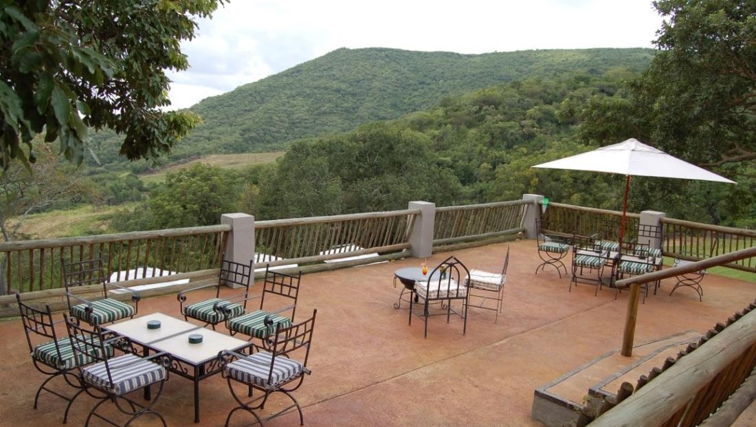 Chestnut Country Lodge - terras met uitzicht
