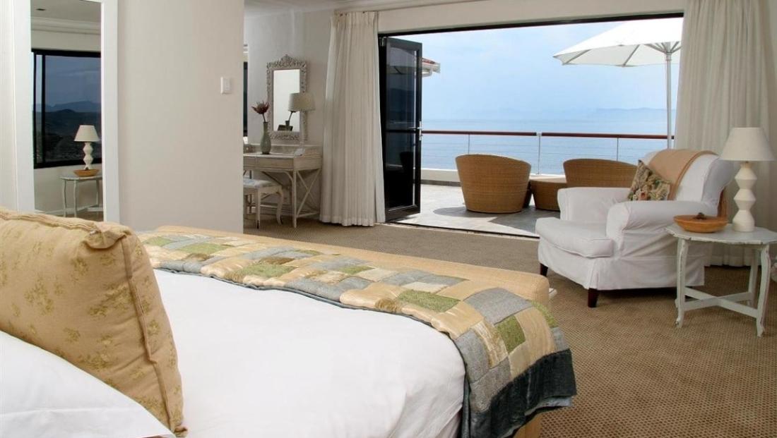 Cliff Lodge - slaapkamer met uitzicht op zee