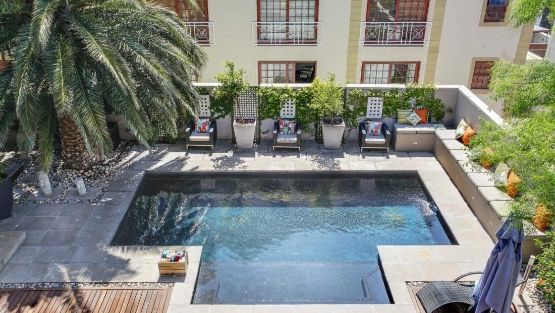 Derwent House - zwembad van bovenaf