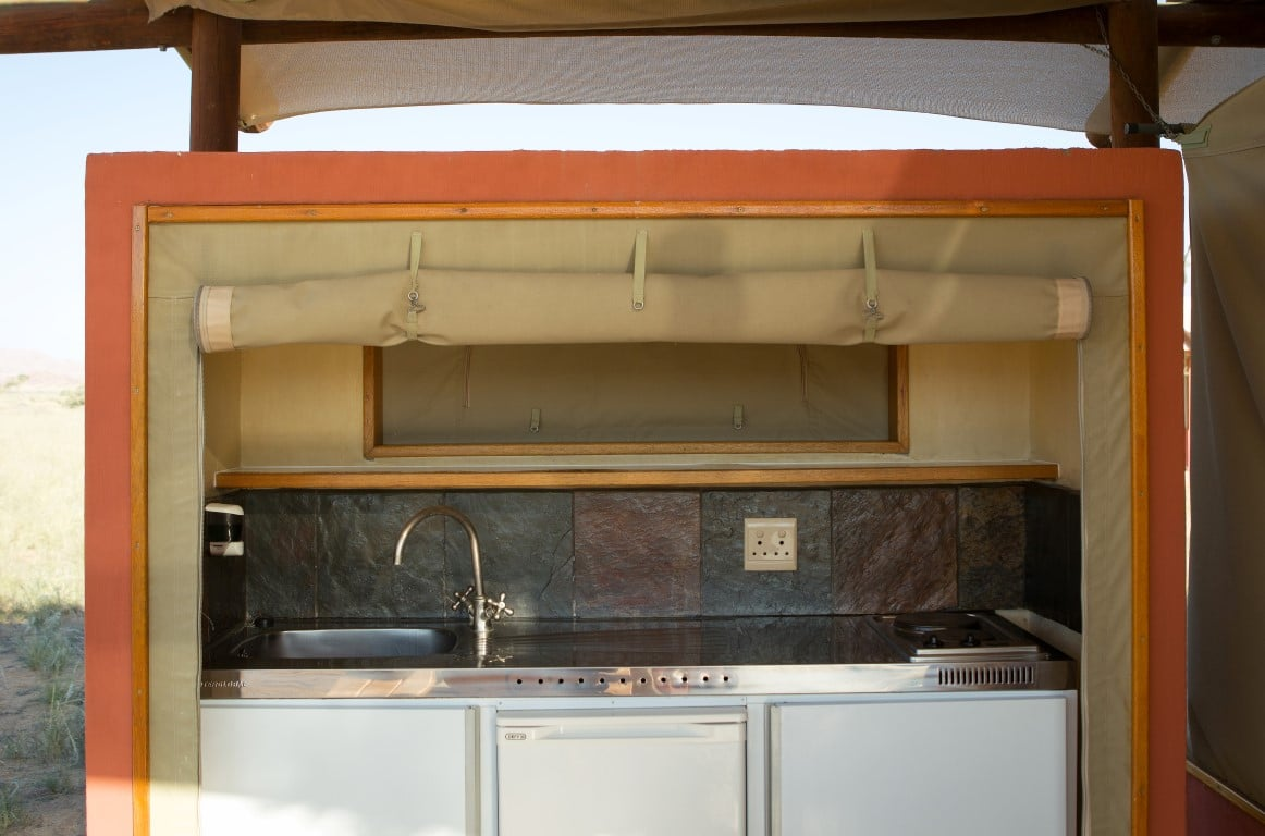 Familiereizen Namibië - Een klein keukentje bij de kamer is praktisch bij reizen met kinderen.