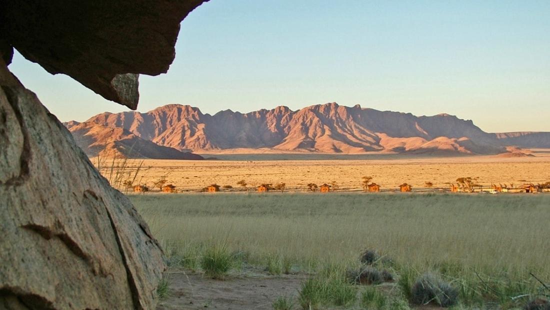 Desert Camp - Uitzicht op de bergen