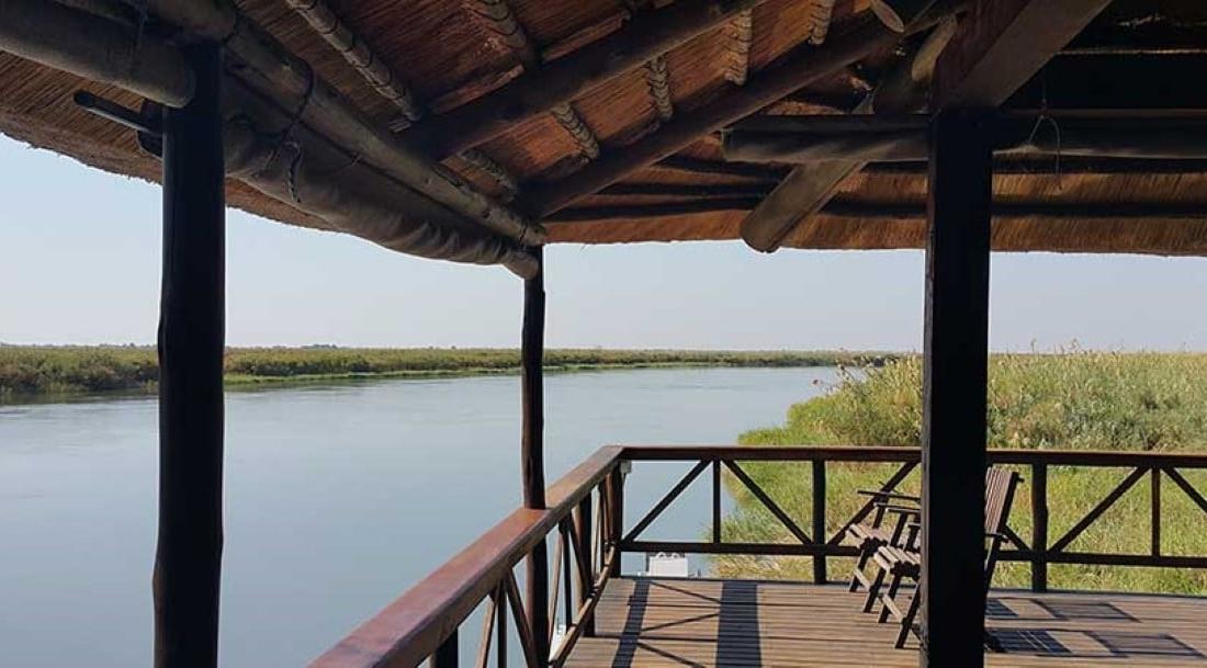 Drotskys Cabins - Uitzicht over de rivier vanaf slaapkamer