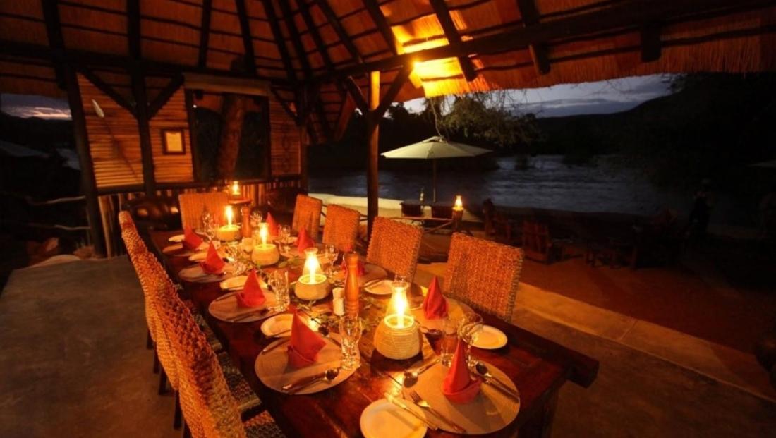 Epupa Camp - Diner bij kaarslicht