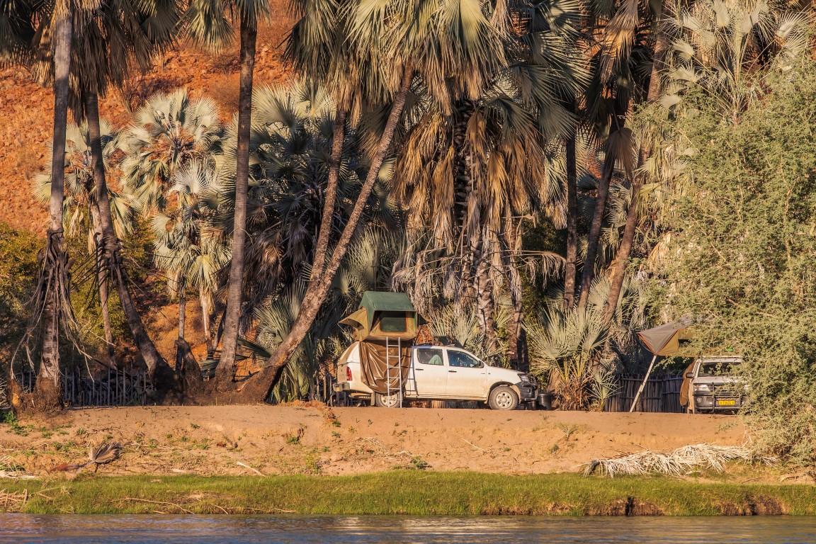 Epupa Camp - Kampeerterrein aan het water