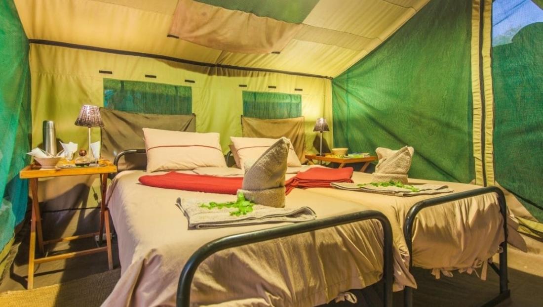 Epupa Camp - Slaapkamer en-suite safaritent