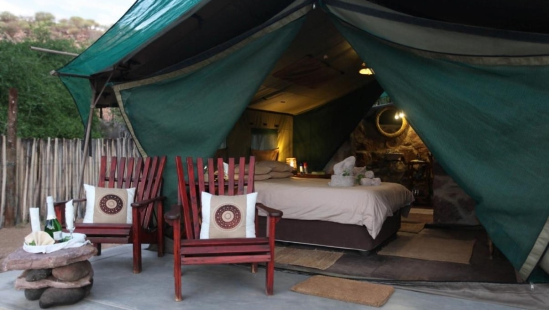 Epupa Camp - En-suite safari tent met eigen zitje