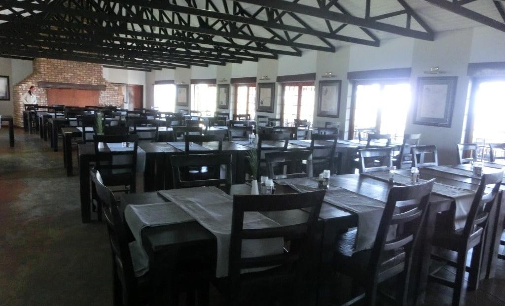 Etosha Safari Lodge - restaurant binnen