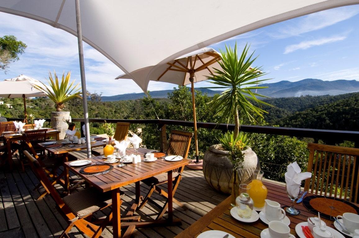 Beste reistijd Zuid-Afrika - Uitzicht vanaf ontbijt tafel bij Hog Hollow Country Lodge