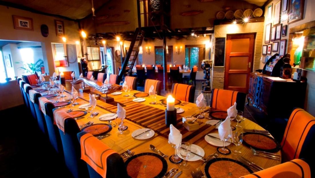Hog Hollow Country Lodge - lange gedekte tafels