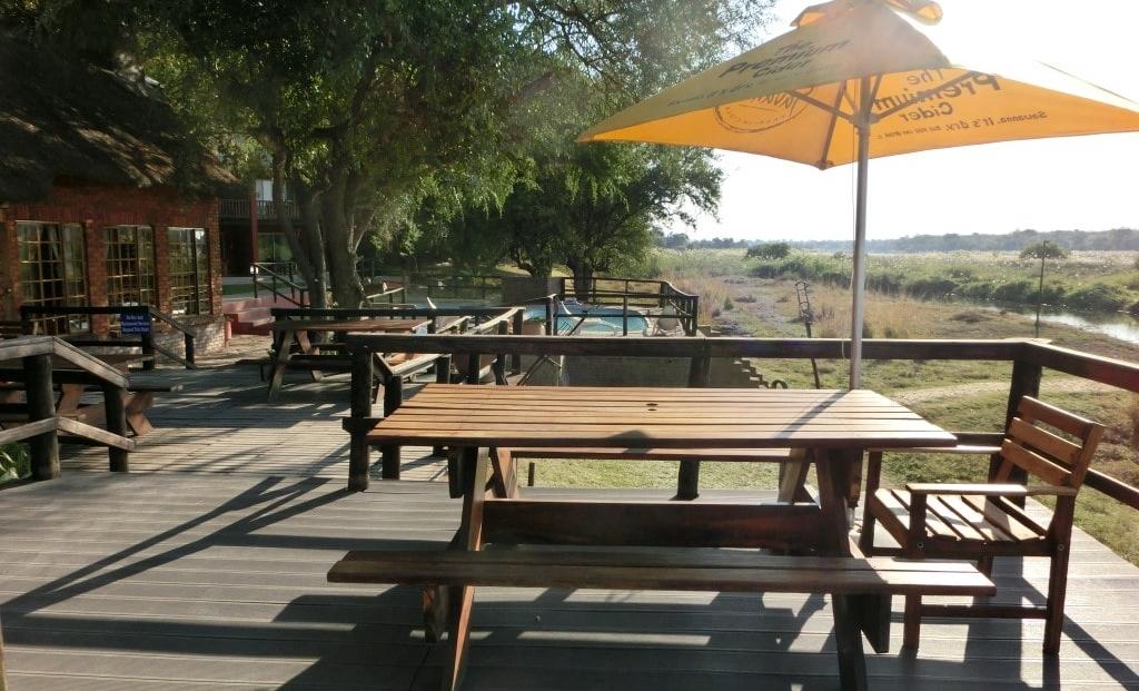 Kaisosi River Lodge - buitenterras