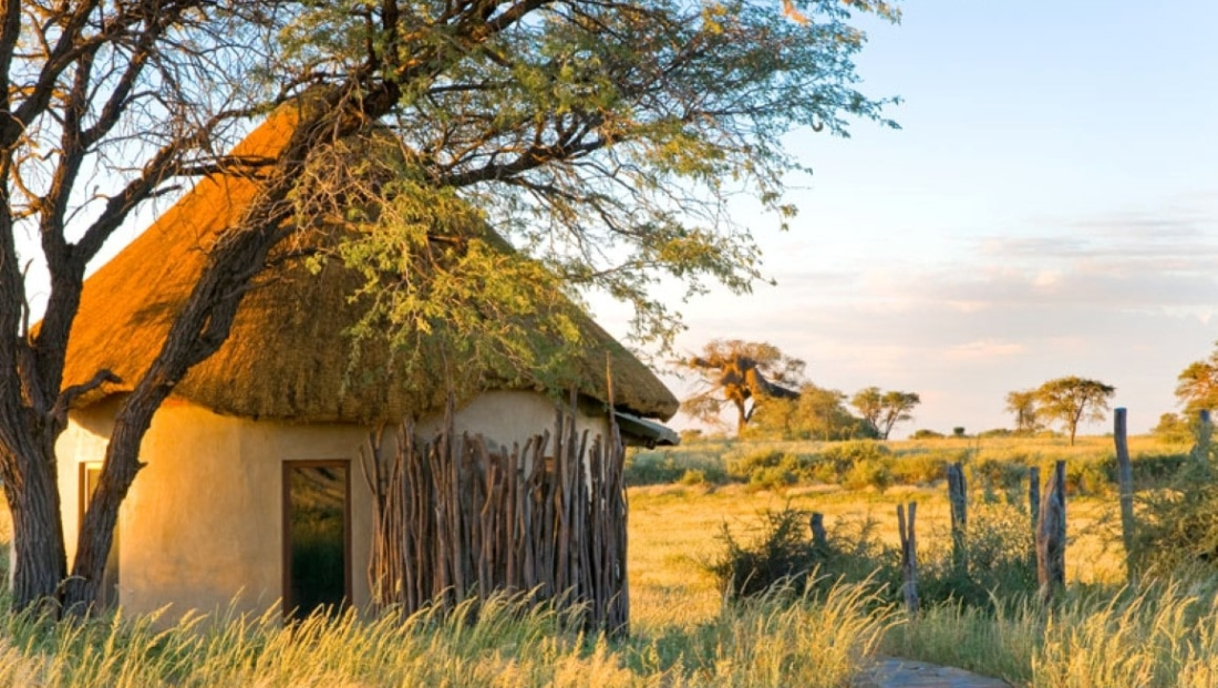 Kalahari Red Dunes Lodge - rondavel