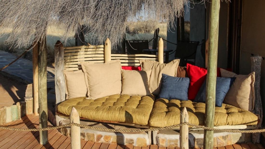 Kalahari Red Dunes Lodge - terras bij kamer