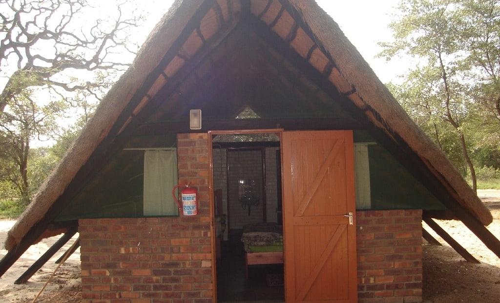Khama Rhino Sanctuary - A-frame hutten met badkamer