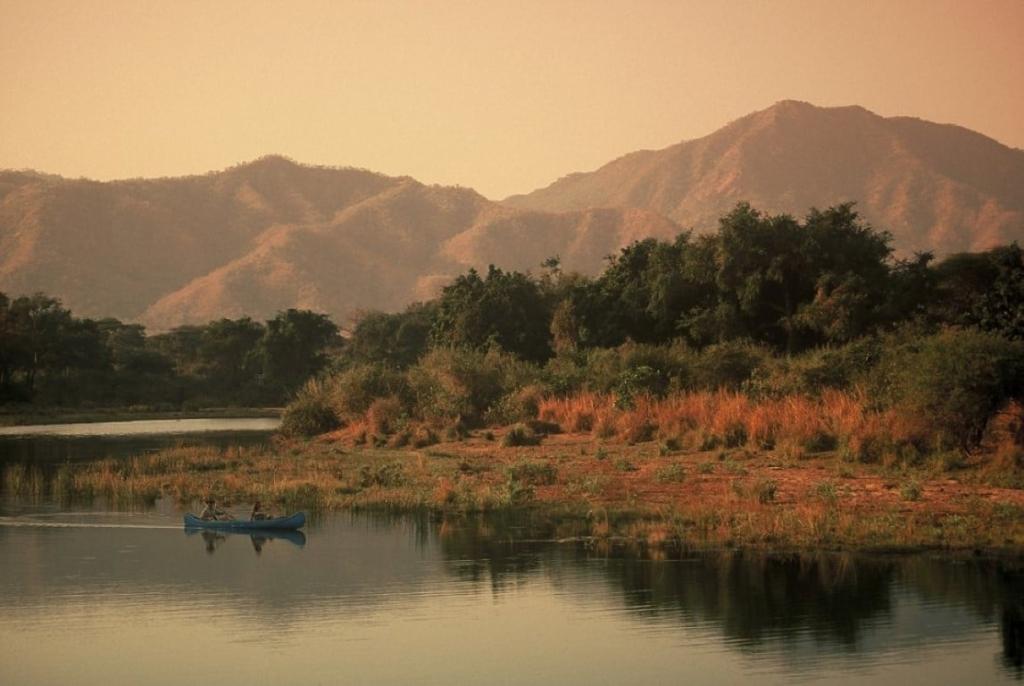 Op safari in Zambia? Dit is er te zien: kano, Lower Zambezi, Zambia