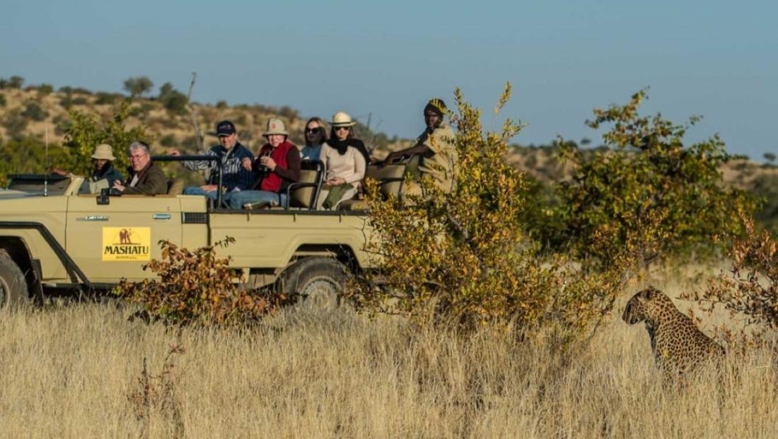 Mashatu Tent Camp - Wildrit met luipaard