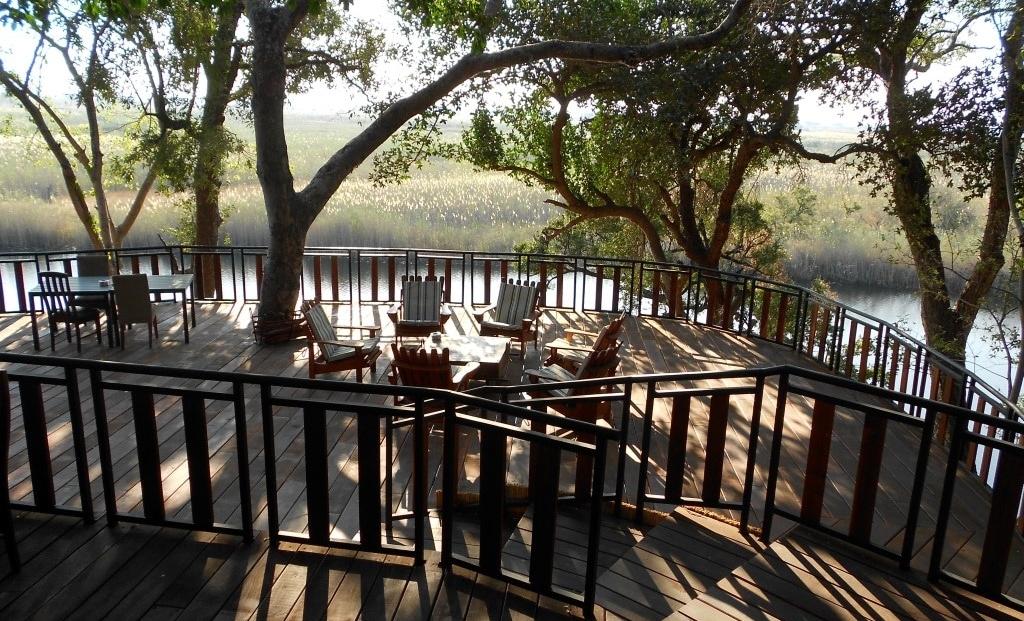 Namushasha Lodge - terras aan water
