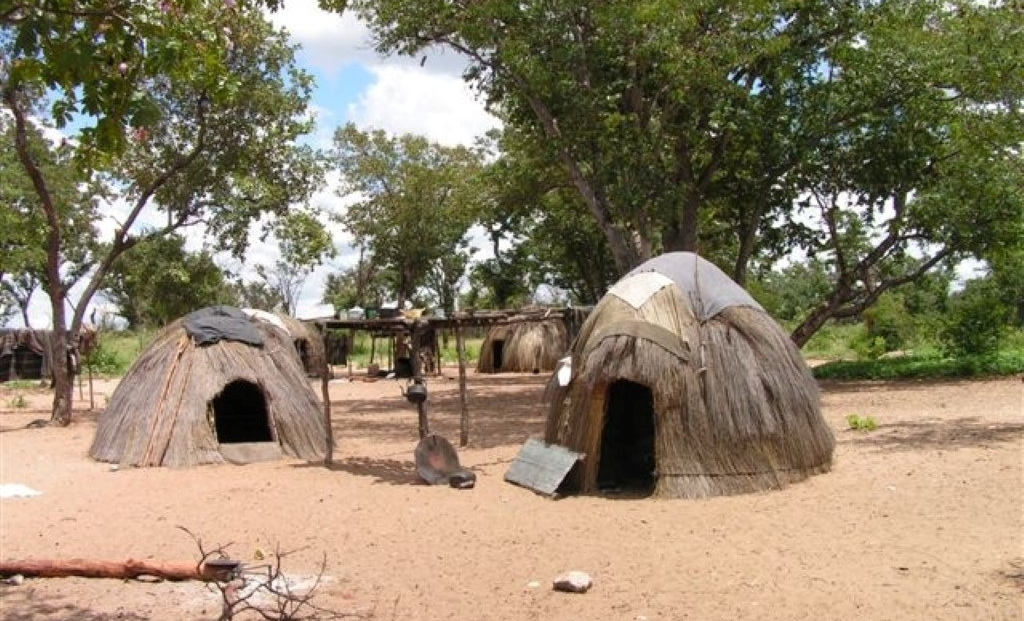 Nhoma Camp - rondavels San