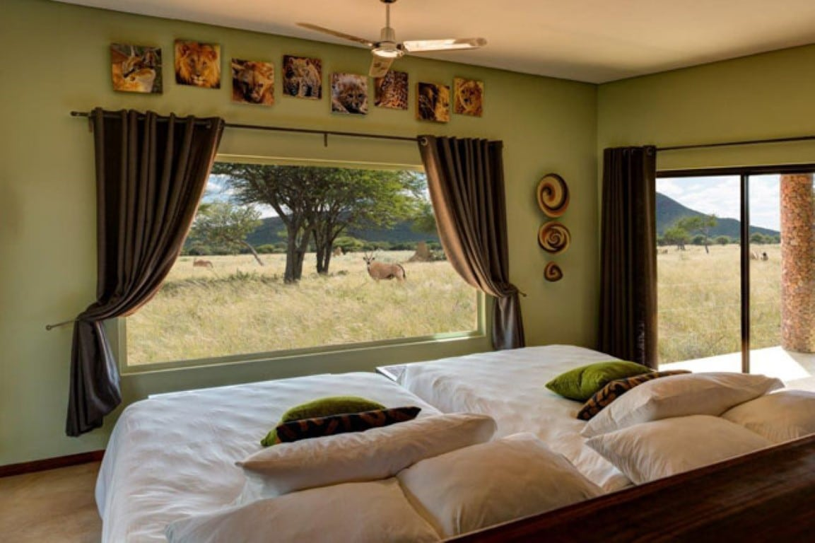 Okonjima Plains Camp - slaapkamer - uitzicht