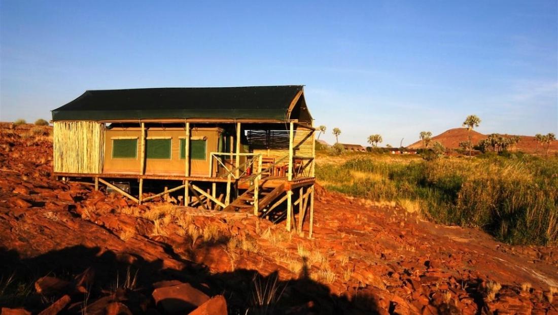 Palmwag Lodge - tented chalet op vlonder