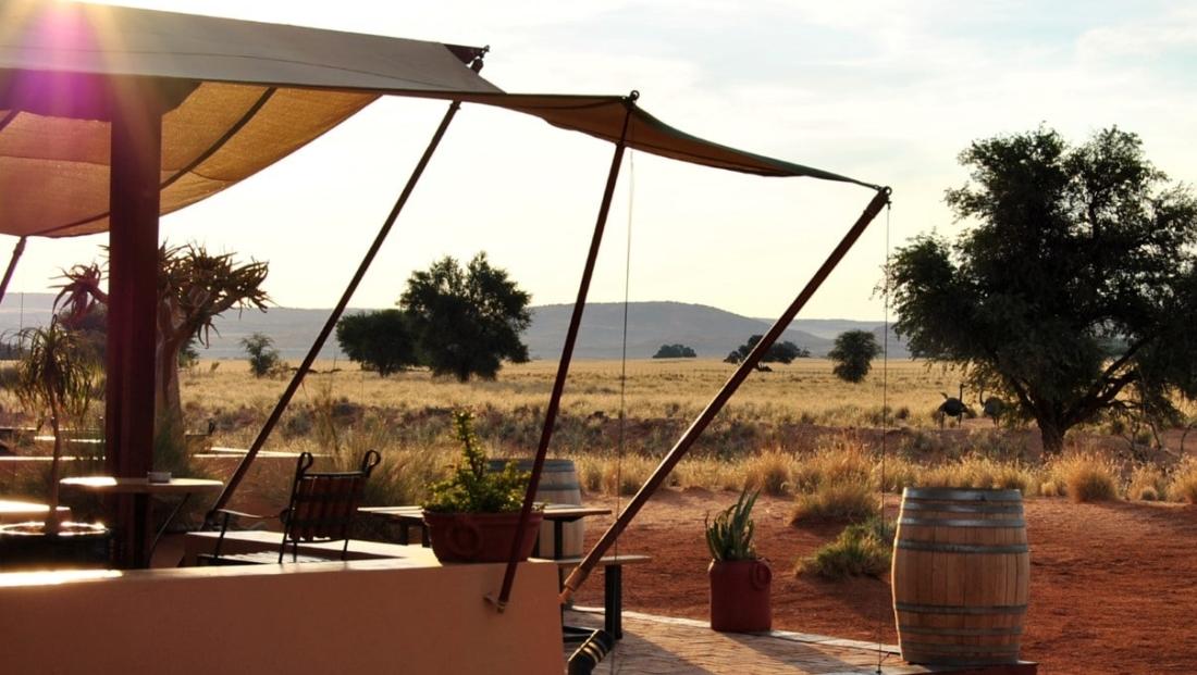 Sossusvlei Lodge - uitzicht vanaf bar
