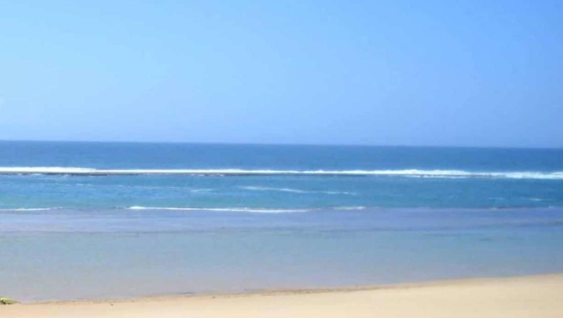 Mozambique - Wit strand met helderblauwe zee