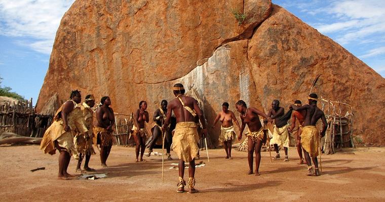 Twyfelfontein gebied - San dans