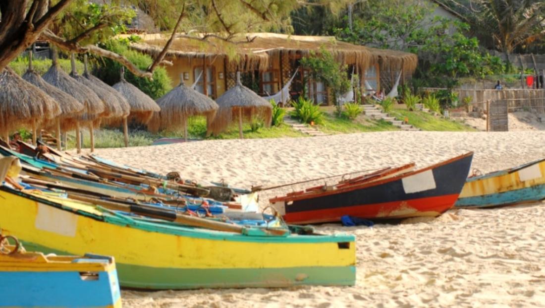 Casa na Praia - Strand met boten