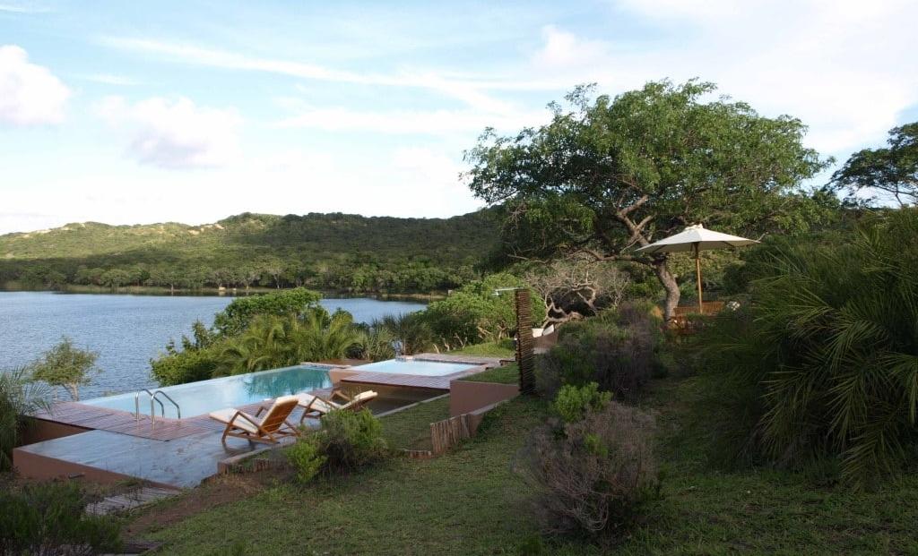 Naara Eco-Lodge - Zwembad aan de baai