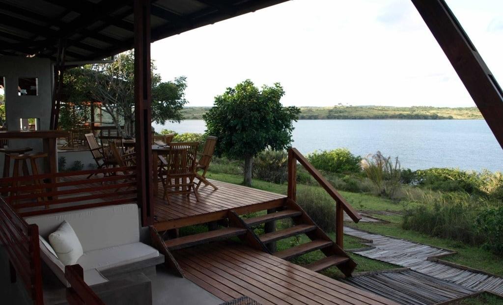 Naara Eco-Lodge - Terras met uitzicht op baai