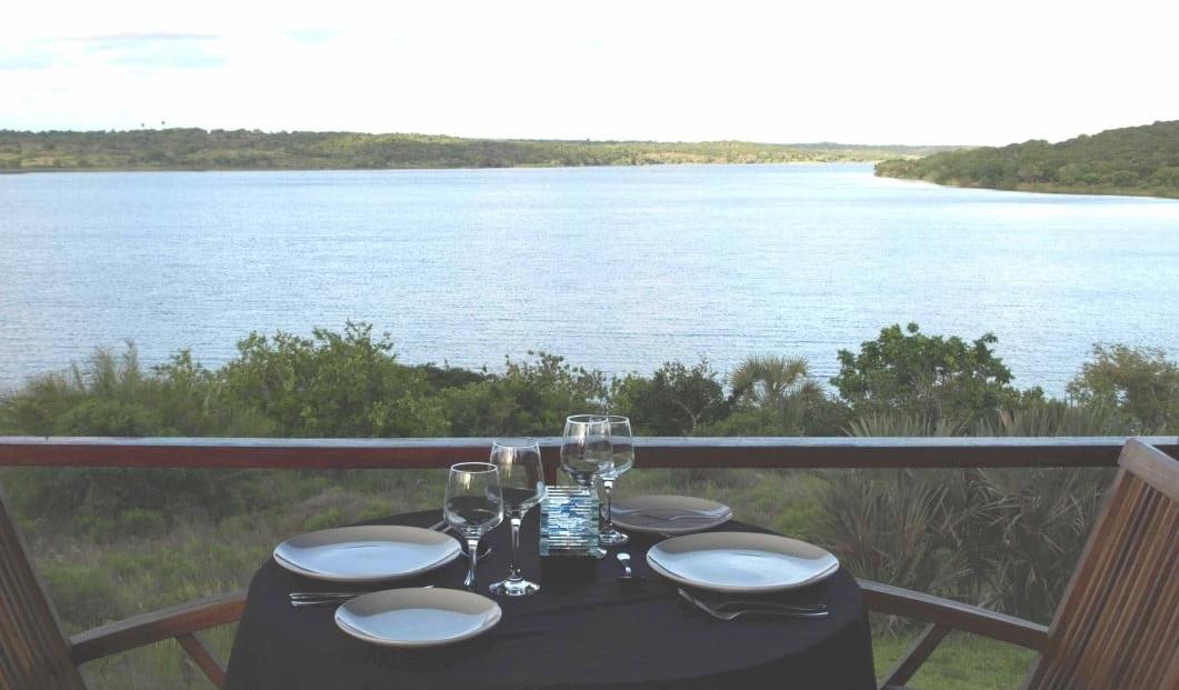 Naara Eco-Lodge - Diner met uitzicht over de baai