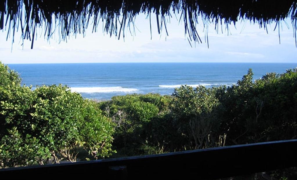 Sunset Beach Lodge - Uitzicht over het water vanaf huisje