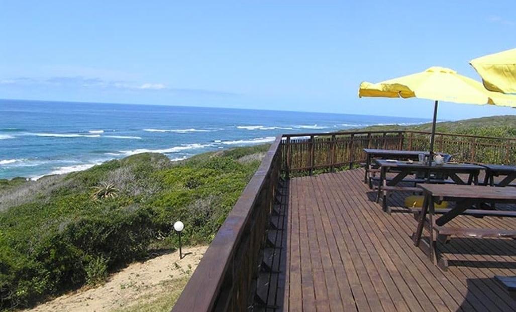 Sunset Beach Lodge - Terras met uitzicht op de baai