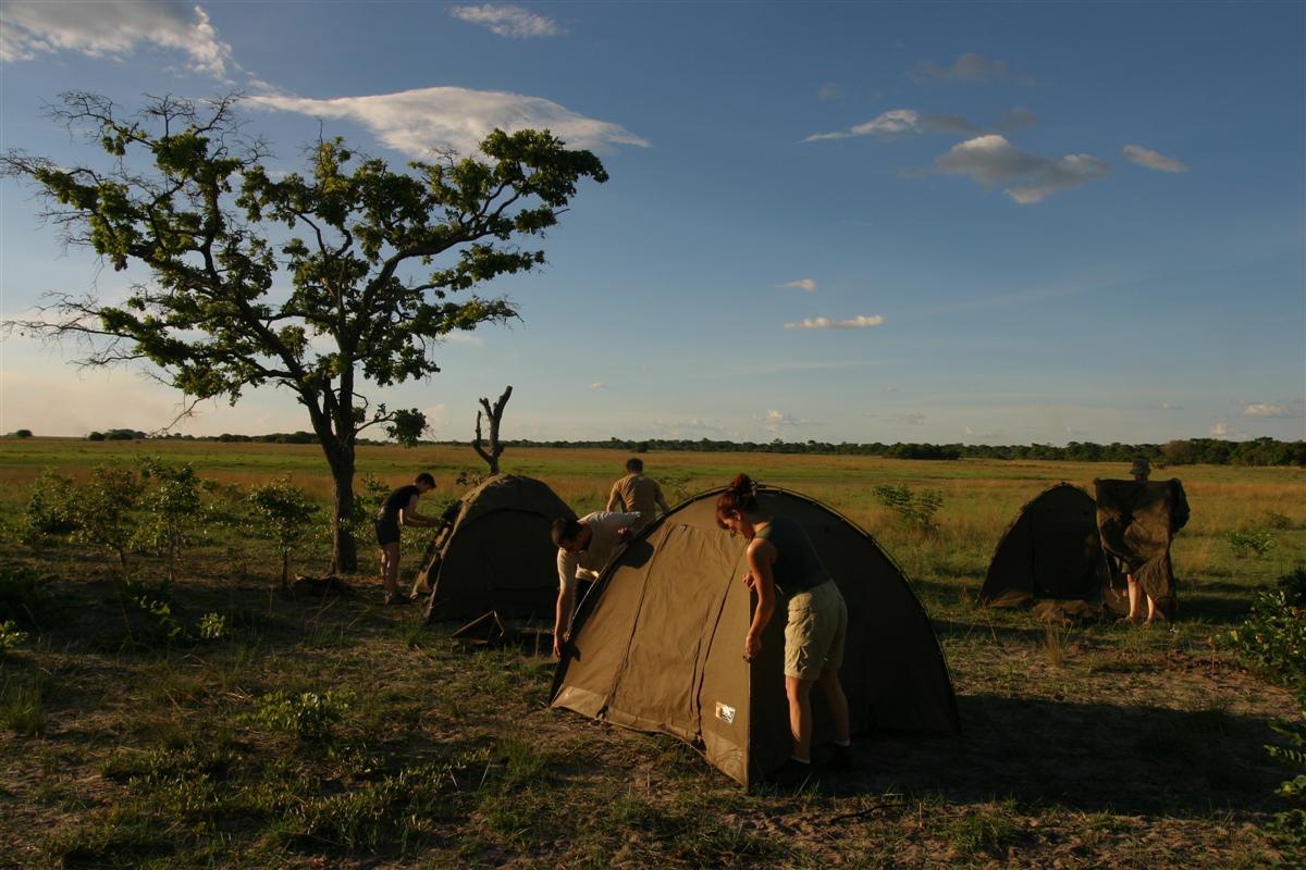 Safari reizen Zambia - Kamperen in koepeltenten tijdens een groepskampeersafari