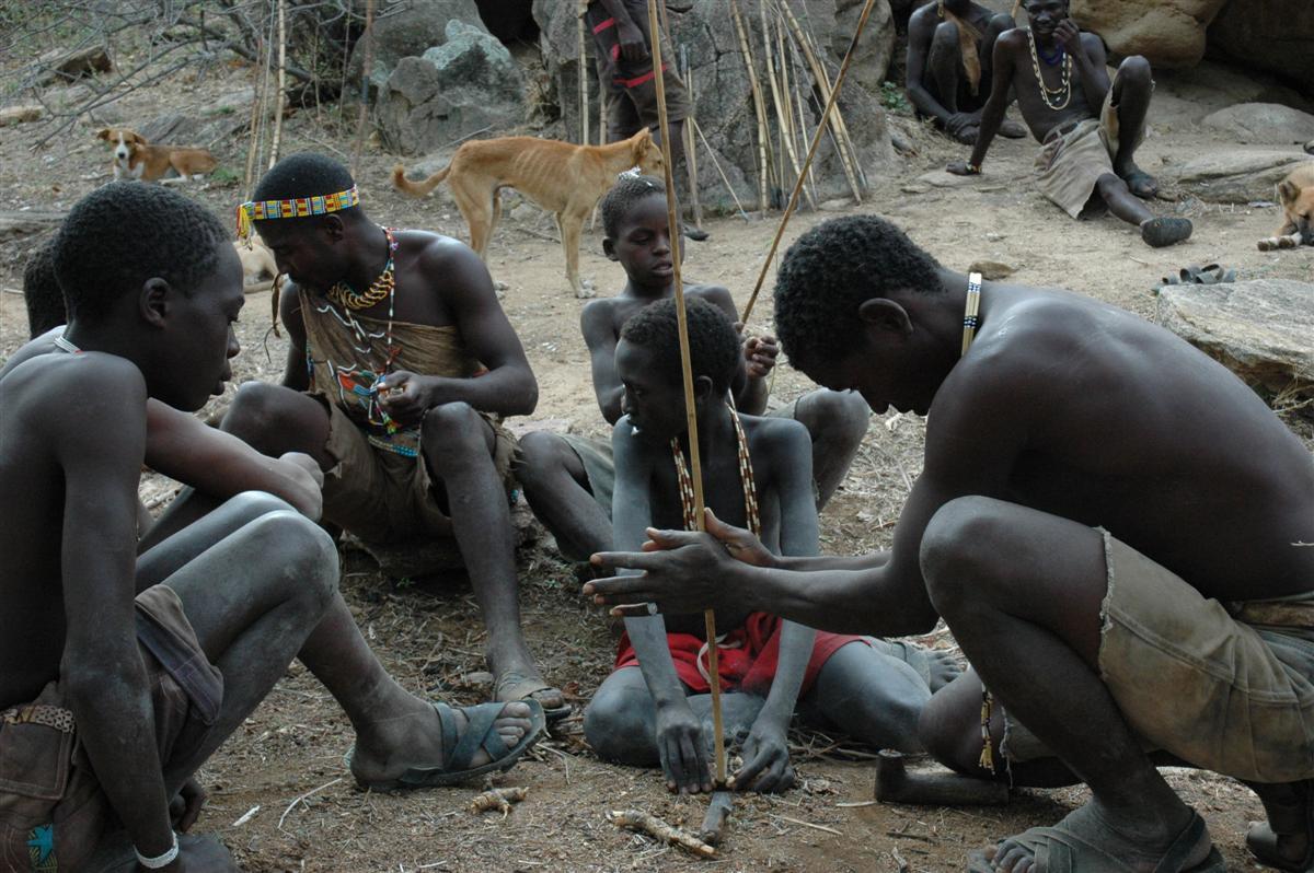 Individuele reizen Tanzania - Vuur maken met Hadza bij Lake Eyasi