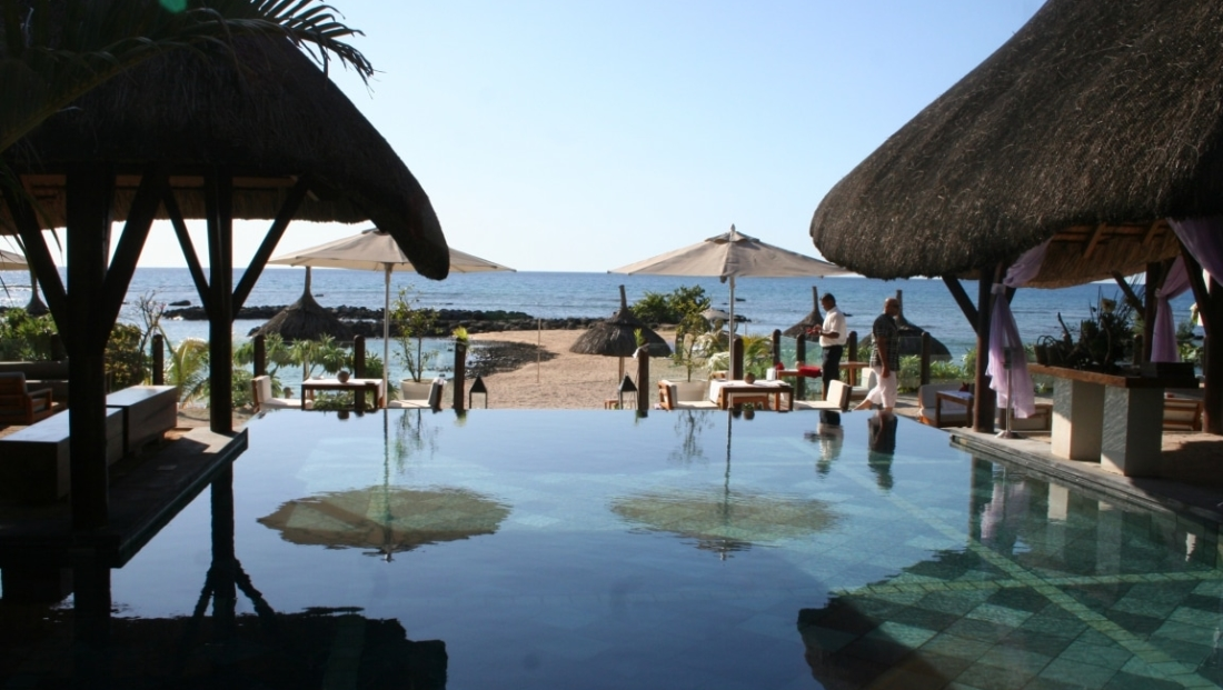 Point aux Biches - Zwembad met uitzicht op zee