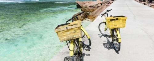 Fietsen Seychellen Strand