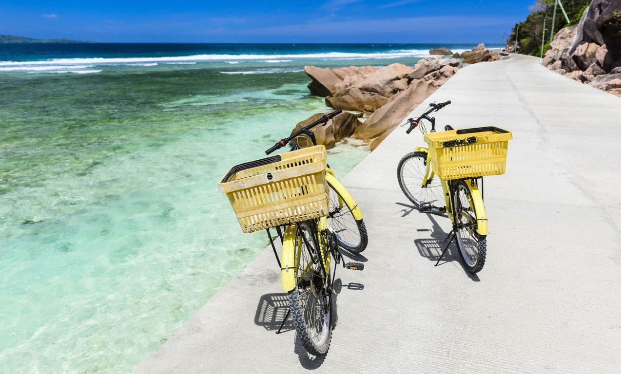 Rondreizen Seychellen - Fietsen langs het strand