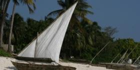 Zanzibar - bootjes op het strand