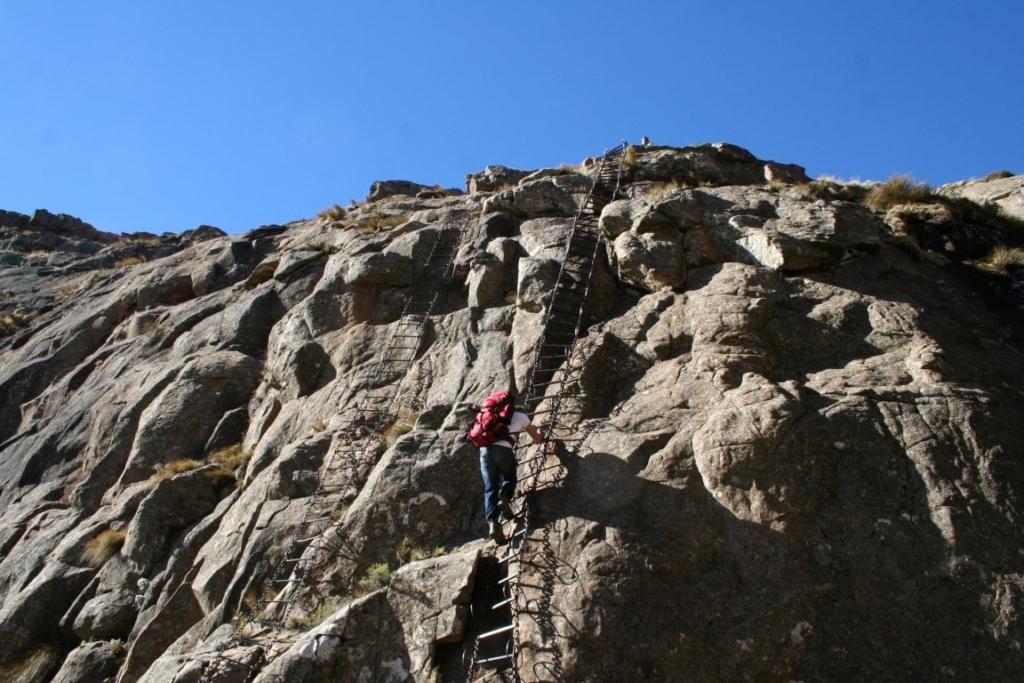 Ketting ladders bij het Amphitheatre Op wandelsafari in Zuid-Afrika