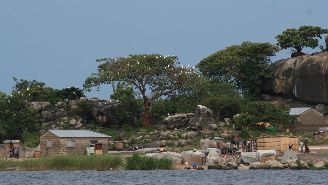Lake Victoria- lokale huisjes aan het meer