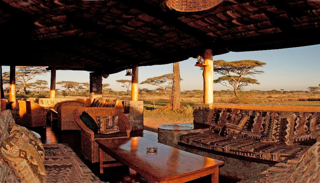 Ndutu Safari Lodge - lounge met uitzicht
